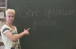 Patrícia Torres, en la biblioteca del Institut Pons d Icart.