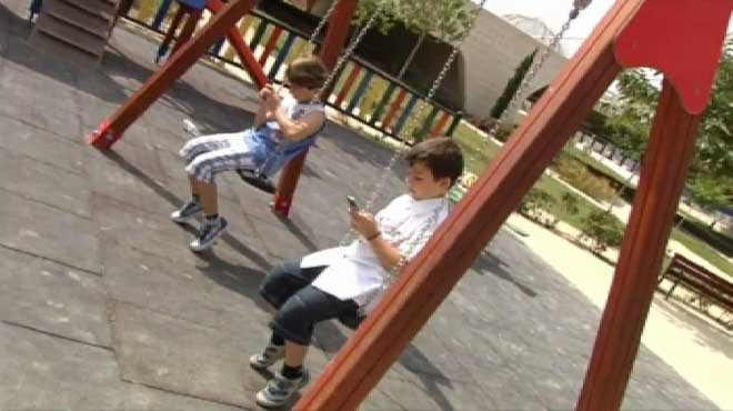 Casi 9 de cada 10 menores tienen un móvil antes de los 13 años .