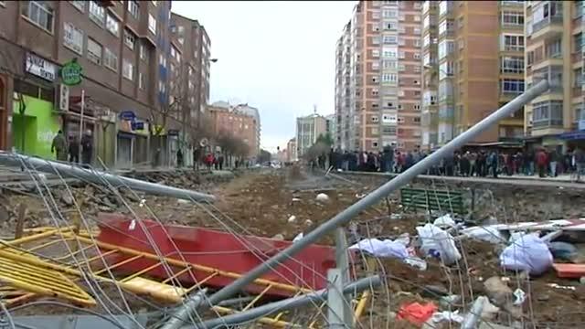 La presión vecinal impide retomar las obras en el barrio burgalés de Gamonal.