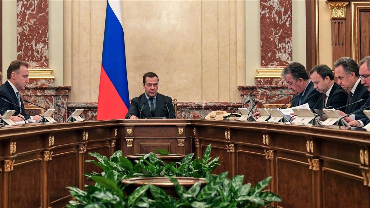 El primer ministro Dmitri Medvedev, presidiendo una reunión del Gobierno que celebró la decisión del TAS.