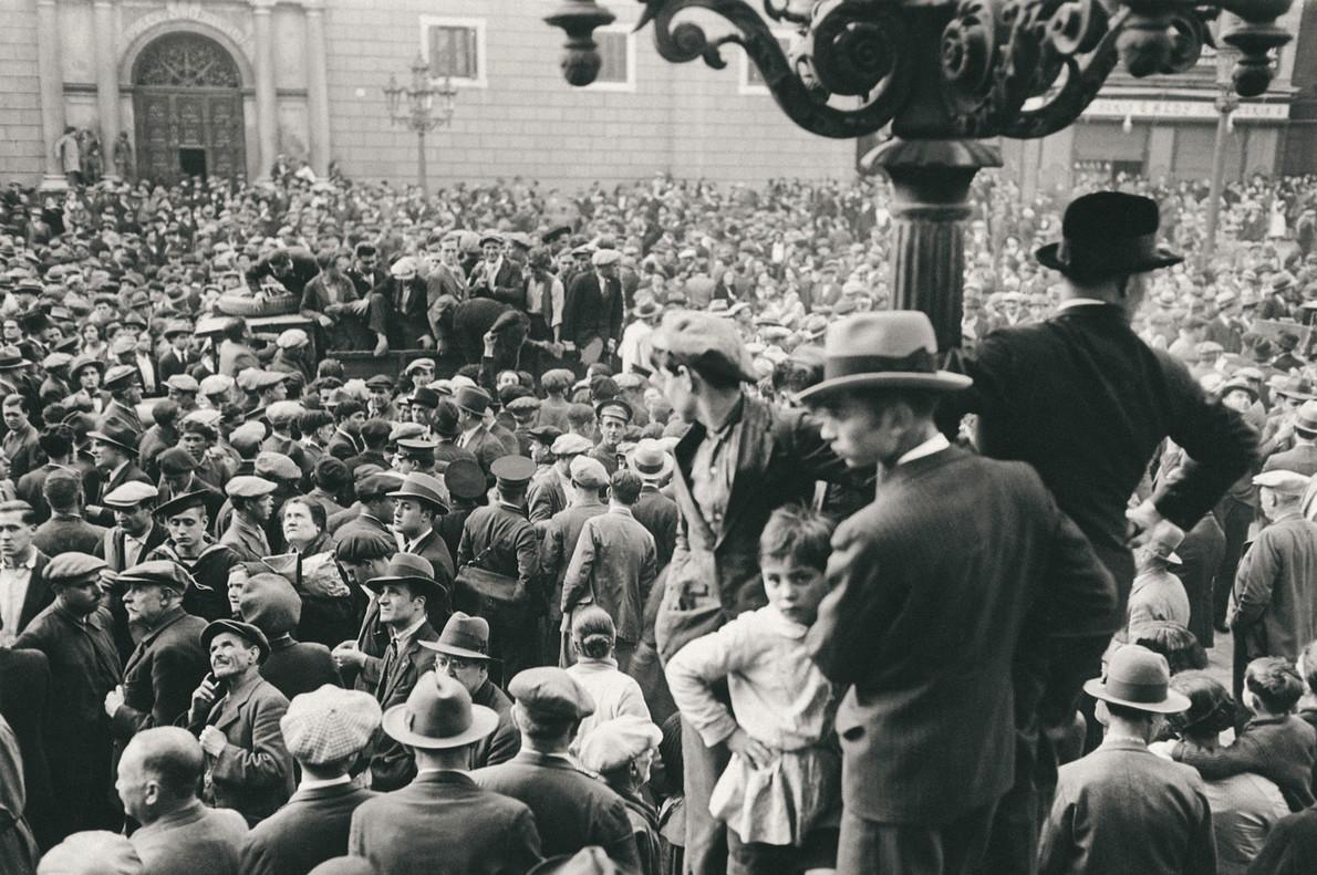 Proclamación de la Segunda República en la plaza de Sant Jaume de Barcelona, el 14 de abril de 1931.