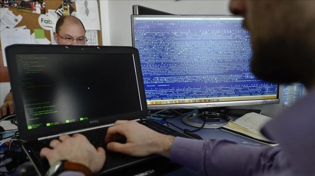 Programadores de una empresa de seguridad informática.