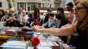 Un puesto de libros en el centro de Barcelona, la pasada festividad de Sant Jordi.