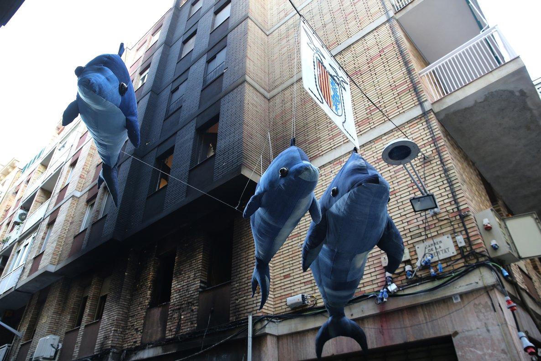 La fachada del edificio de la calle de Llibertat afectada por el incendio del decorado.