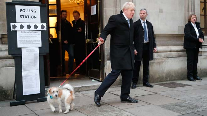 El Reino Unido celebra elecciones con Boris Johnson como favorito.