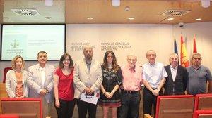 Representantes de las organizaciones que han presentado la iniciativa legislativa popular 'Medicamentos a un precio justo'.