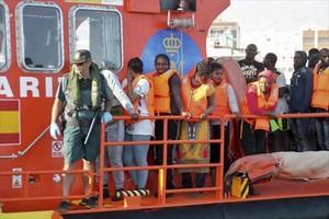 Rescatadas cuatro pateras en el mar de Alborán.