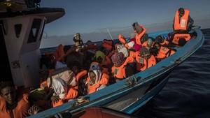 Rescate de más de 300 refugiados y migrantes, sobre todo de Eritrea y Bangladés, en aguas del Mediterráneo, el 27 de enero.