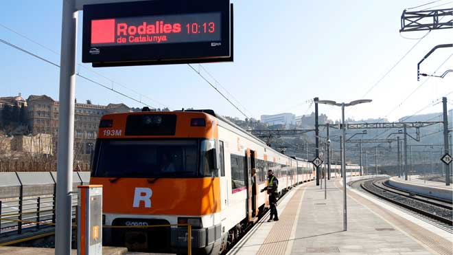Restablecido el tráfico de Rodalies entre Manresa y Sant Vicenç de Castellet tras el accidente de Castellgalí. En la foto, el primer tren que ha hecho el recorrido.