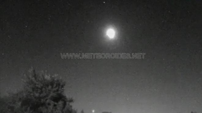 La roca de un asteroide que ha sobrevolado Madrid genera una bola de fuego tan brillante como la luna.