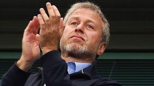 Roman Abramovich aplaude a sus jugadores en un Chelsea-Sunderland en Stamford-Bridge.