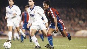 Romário y Alkorta, en el Barça-Madrid del 8 de enero de 1994, que acabó con un 5-0.