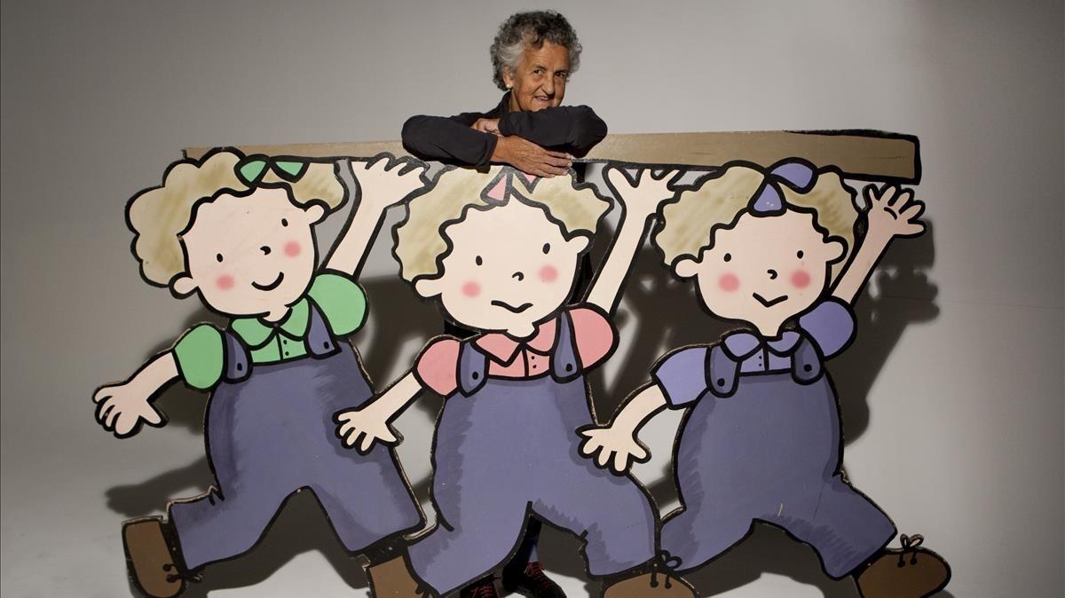 Roser Capdevila,con sus personajes de Les tres bessones.