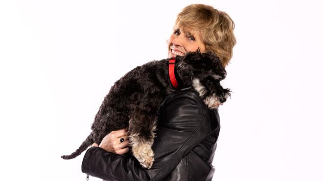 Mercedes Milà es reinventa, amb el seu gos, a la televisió