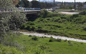 Parets s'uneix per netejar un tram del riu Tenes