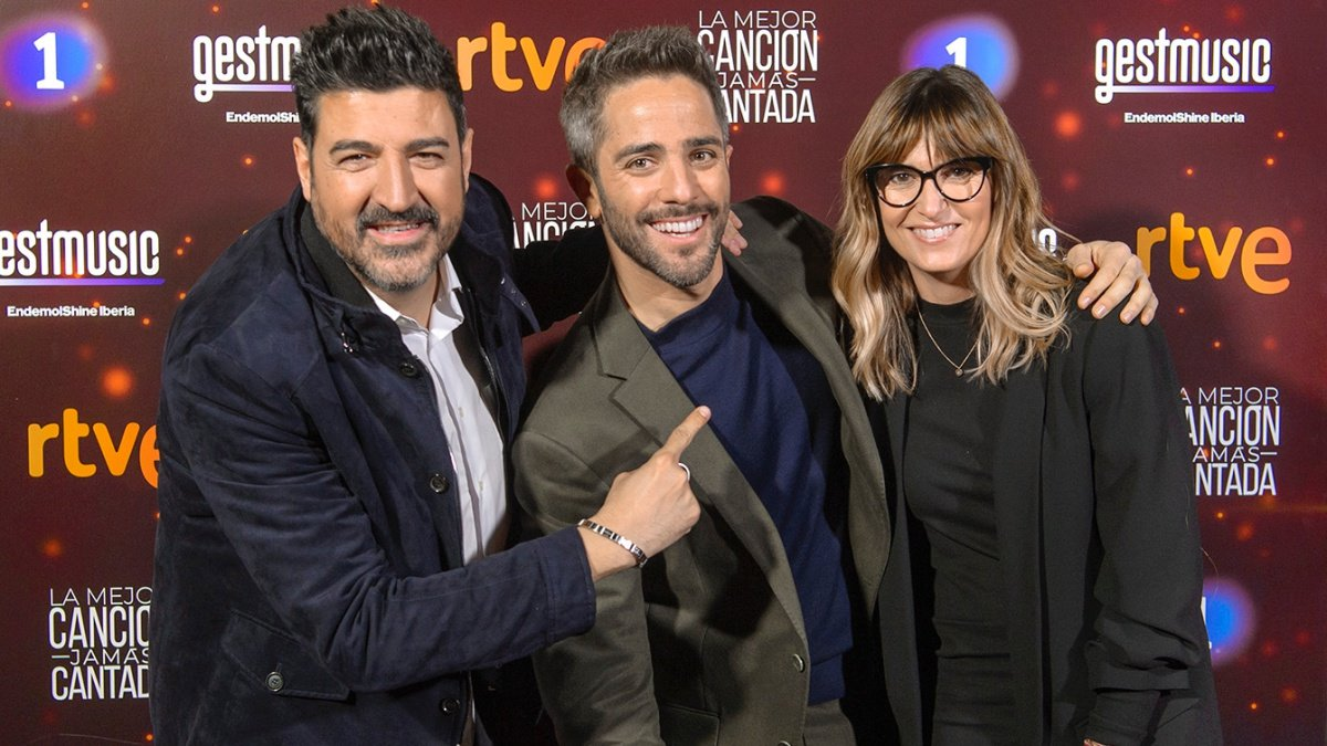 Tony Aguilar, Roberto Leal y Noemí Galera en la presentación de 'La mejor canción jamás cantada'.