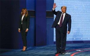 Donald Trump celebra después del debate presidencial en los EEUU.