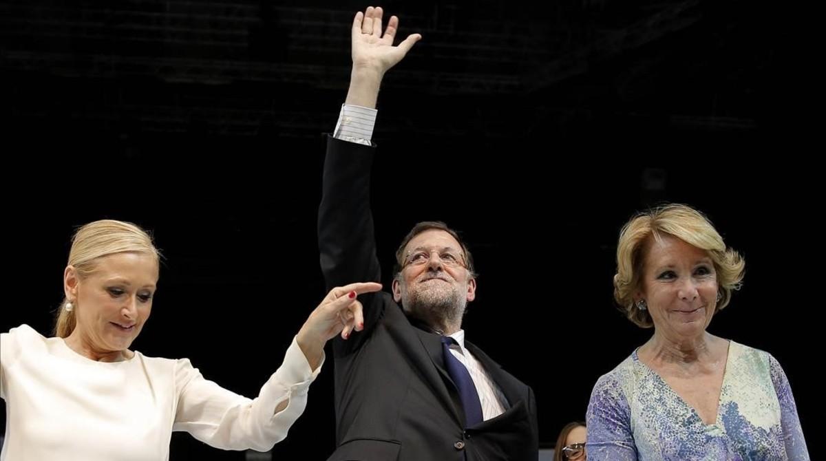 Mariano Rajoy, entre Esperanza Aguirre y Cristina Cifuentes en el mitin de cierre de campaña electoral de las municipales y autonómicas del 2015.