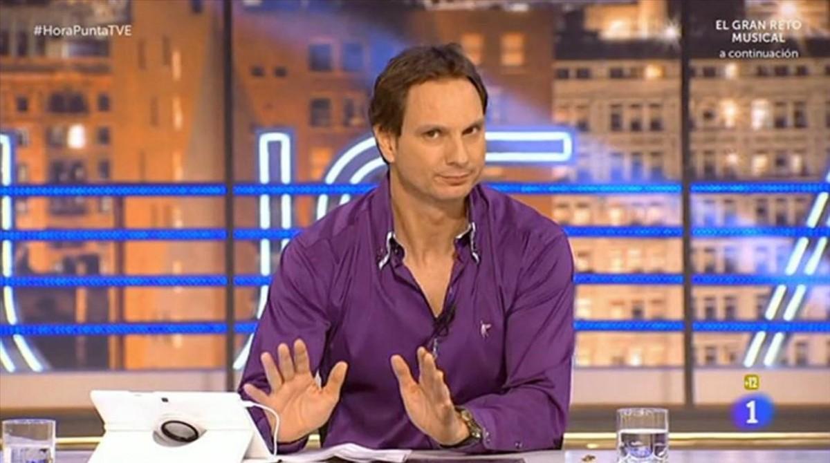 El locutor Javier Cádenas, presentador de Levántate Cárdenas en Europa FM.