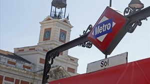 Acceso a la parada de metro de Sol, en Madrid.