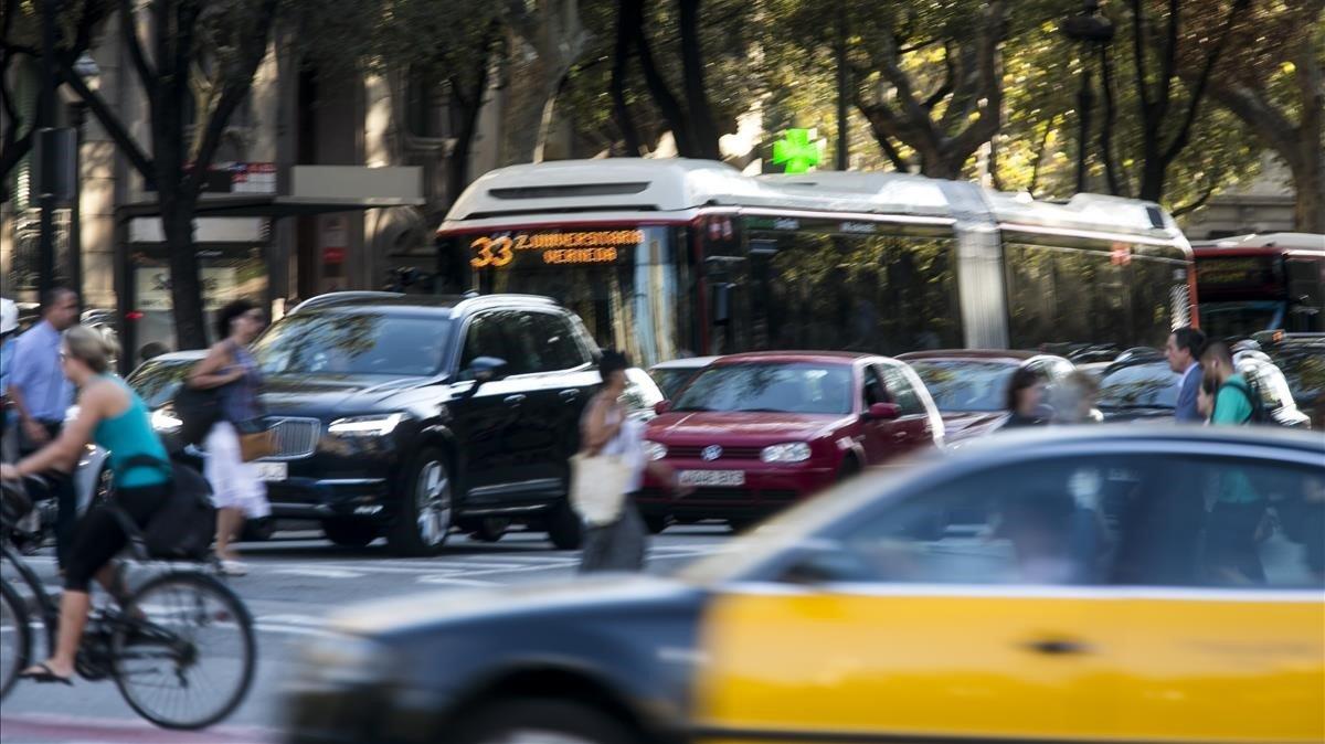 Tráfico en las calles deBarcelona antes de la crisis sanitaria del covid-19.