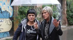 Anna Gabriel y Julia Otero, durante la entrevista de TV-3, en Barcelona.