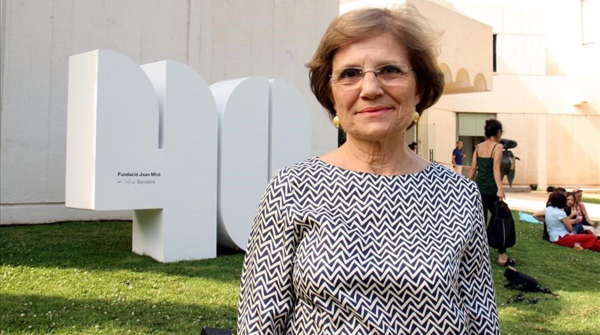 Rosa Maria Malet, delante de la Fundació Miró.