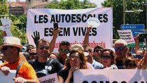 Protestas de las autoescuelas por la falta de examinadores, hace dos años, en Madrid.