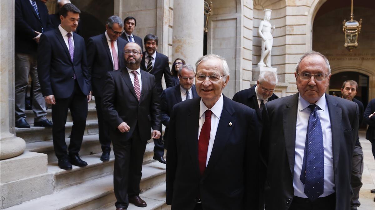Bonet, derecha, con el presidente de la Cambra, Miquel Valls.