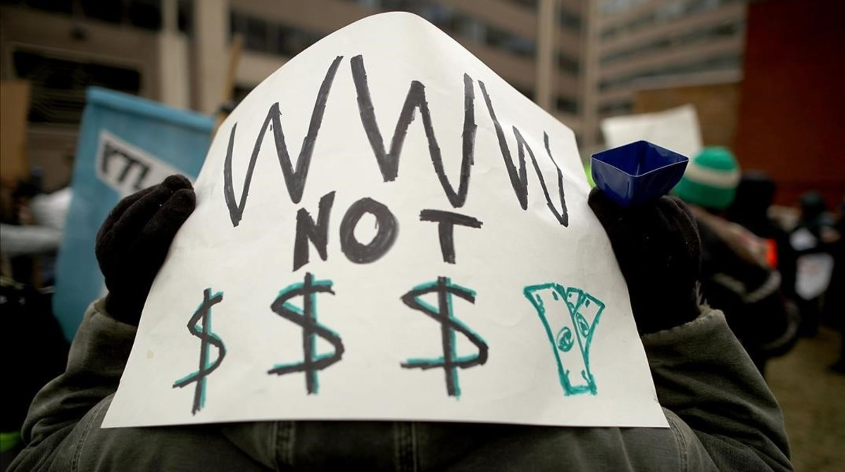 Pancarta contra el fin de la neutralidad de la red.