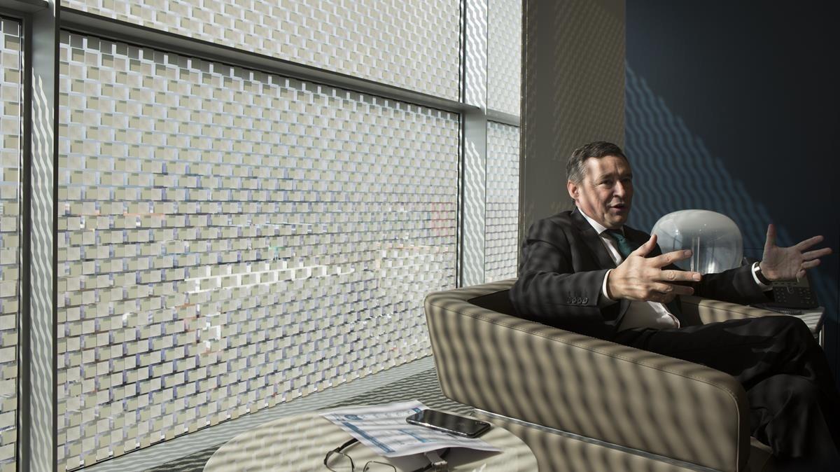 Simón durante la entrevista en la Ciutat de lAigua, el cuartel general de la compañía en Barcelona.