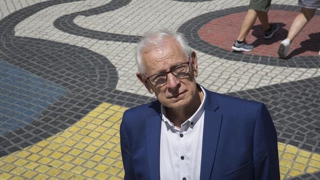 Meirieu, fotografiado junto al mosaico de Miró en la Rambla, donde en agosto pasado los ciudadanos improvisaron un memorial por las víctimas del atentado.