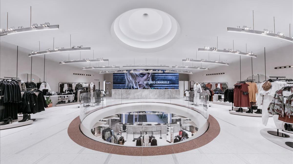 El interior de la flagshipde Zara en Milán.