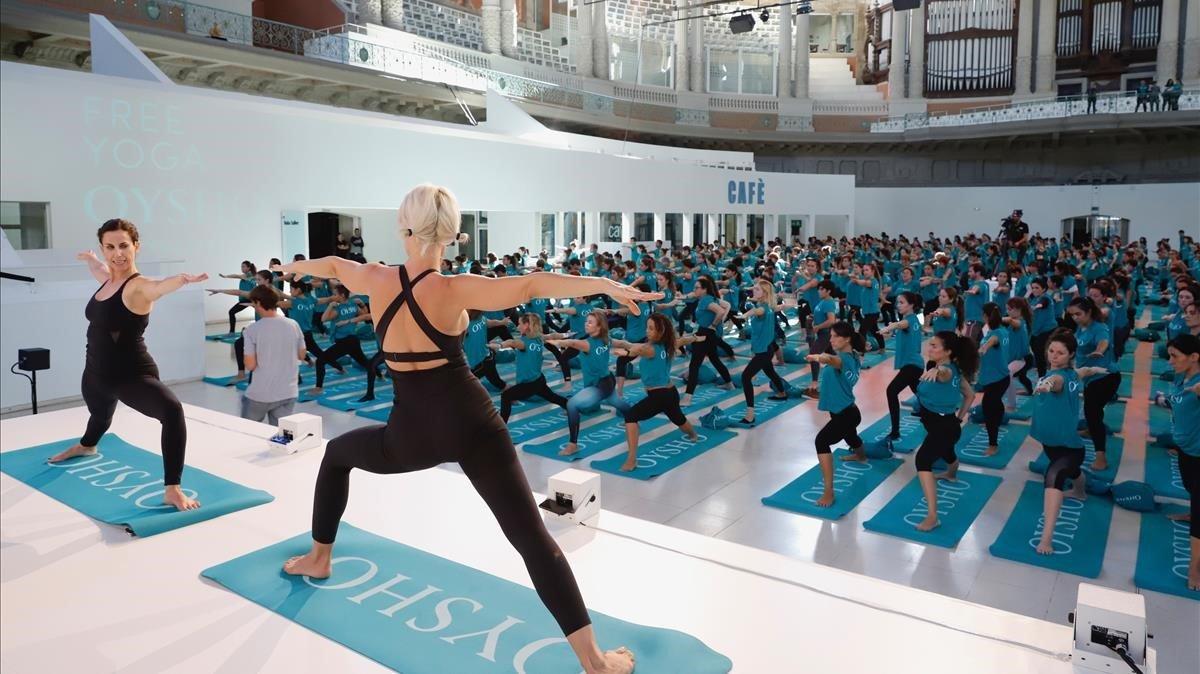 Sesión de yoga en el Mnac.