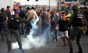Els veneçolans, entre la incertesa, el rebuig i l'adhesió
