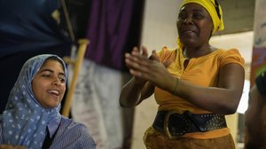 Dos mujeresen laTancada Migrant Massana, este jueves.