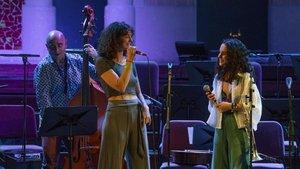 Andrea Motis, con la trompeta colgada del brazo, el jueves en el Palau de la Música.