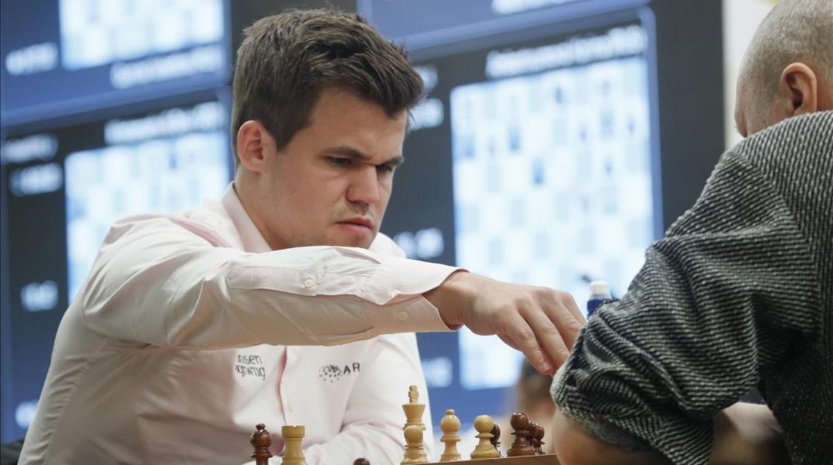 Magnus Carlsen, en una partida de ajedrez en Rusia, el año pasado.