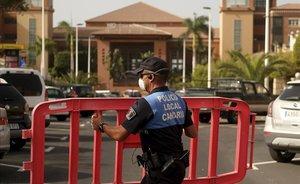 Mil persones confinades a l'hotel del positiu en coronavirus a Tenerife
