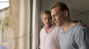 television serie el infiltrado Hugh Laurie Tom Hiddleston 160217191339