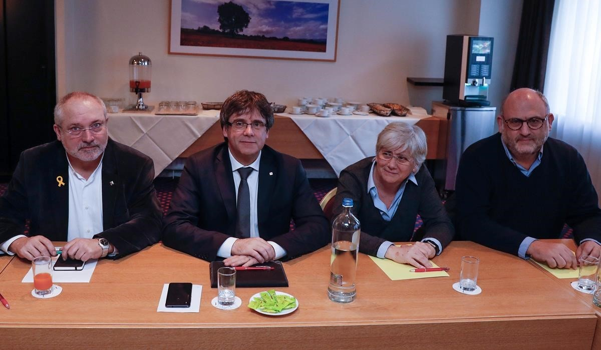 lainz41919053 former catalan president carles puigdemont and dismissed cat180205131848