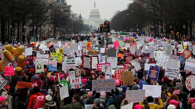 Mujeres de EEUU marchan por tercer año contra Trump