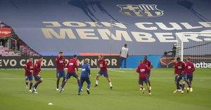 Los jugadores del Barça durante un calentamiento previo a un partido.