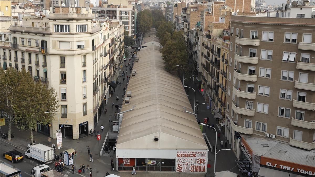 Comença la retirada dels envelats del mercat provisional de Sant Antoni