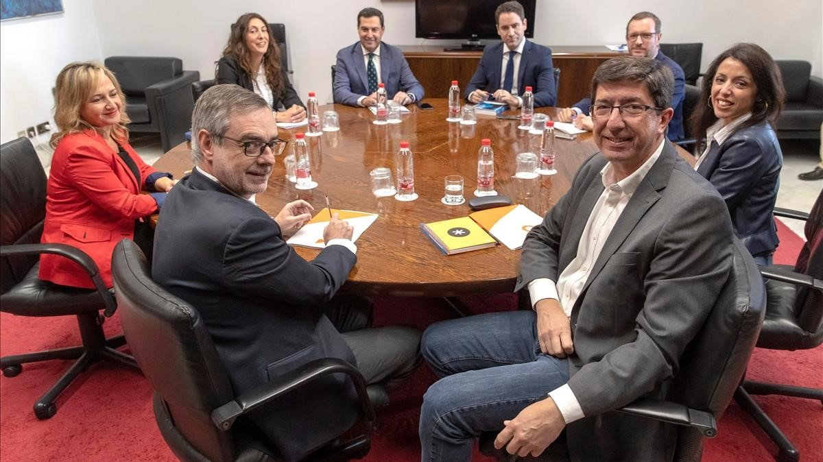 Los equipos negociadores de Partido Popular y Ciudadanos.
