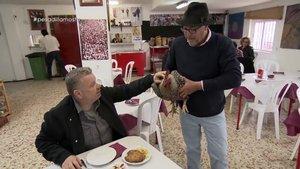 Alberto Chicote visitando 'El Mosto Tejero', el primer restaurante de la nueva temporada de 'Pesadilla en la cocina'.