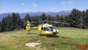 Helicóptero de los Bombers de la Generalitat que ha trabajado en el rescate de un excursionista que ha resbalado bajando del Moixeró, este domingo 21 de julio
