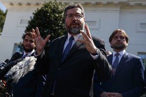 El canciller Araújo se reunió con el mandatario estadounidense Donald Trump quien reiteró el apoyo al gobierno de Brasilia.