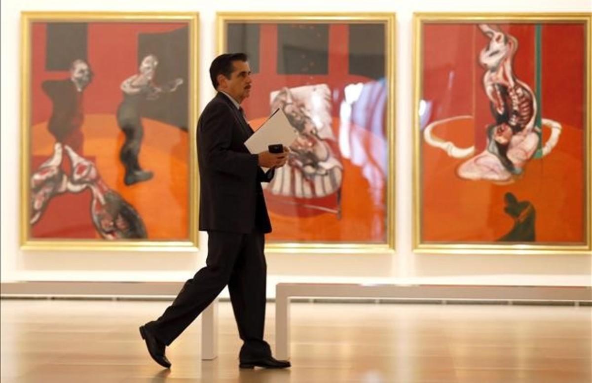 Aspecto de 'Tres estudios para una crucifixión' (1962) de Bacon, este jueves en el Guggenheim.