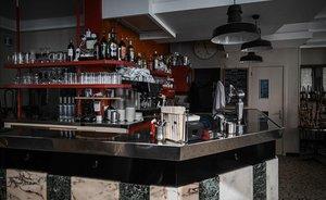 Un bar de París cerrado como consecuencia del coronavirus.